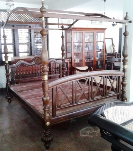 Double Bed with Canopy Nadun Wood