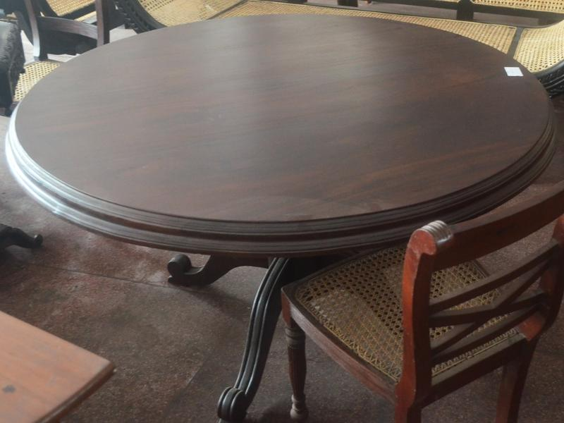 Jackwood Dinning Table