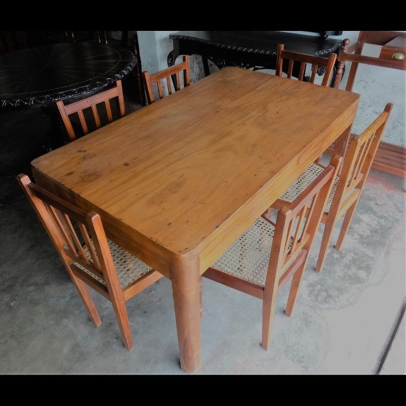 Jackwood Dinning Table with chairs