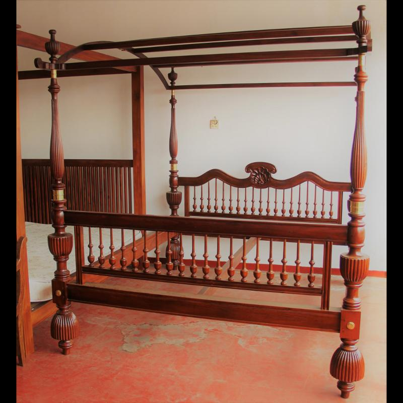 Jack wood bed with canopy
