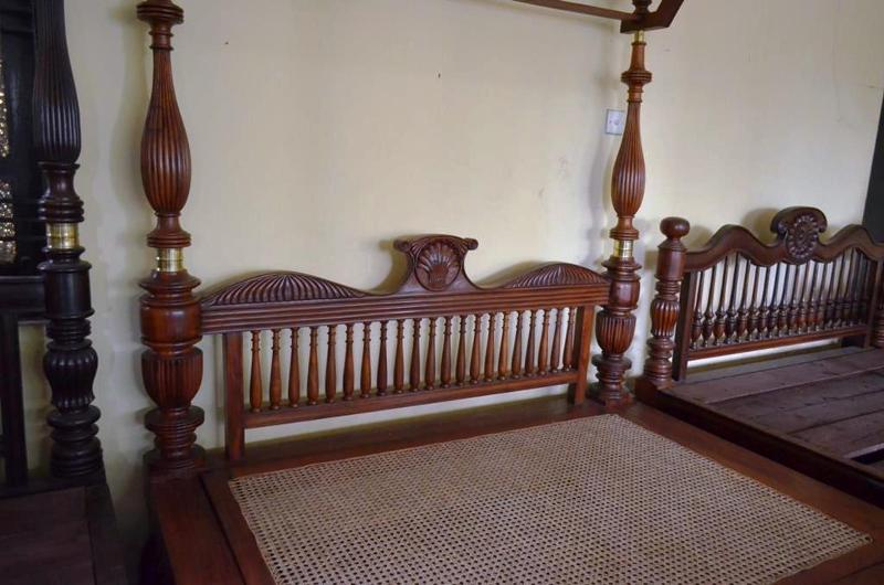 King size Bed with canopy